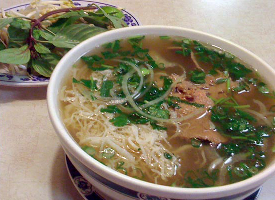 Beef pho noodle with garnish on the side