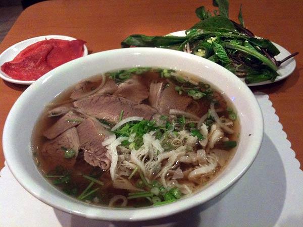 Pho Lu beef pho tai chin sach