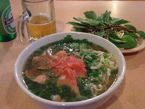 Pho bo (beef: rare, well-done brisket, tripe).