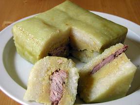 Andrea Nguyen bánh chng (sticky rice cake)
