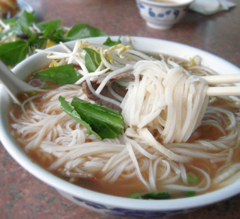 Banh pho and chopstick